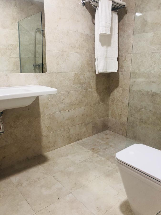 Baño completo del apartamento Abraham Zacut en Salamanca