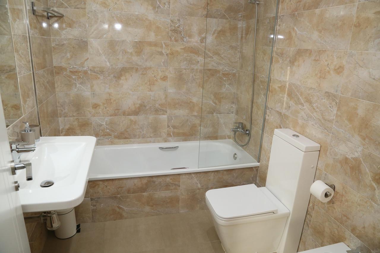 Baño completo del apartamento La Rua en Salamanca
